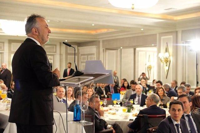 El presidente de Canarias, Ángel Víctor Torres, en un desayuno informativo de Europa Press