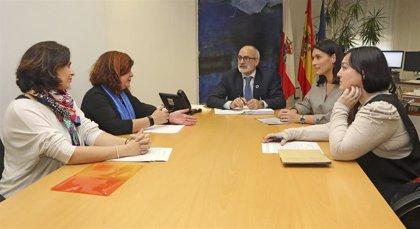 Gobierno y Ayuntamiento de Santander reforzarán su colaboración en materia de salud