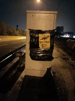 Radar tapat amb un cartell independentista