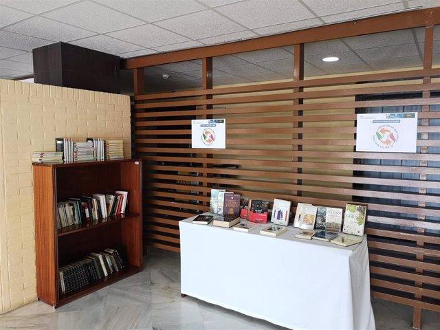 Intercambio de libros en el Hospital de San Carlos