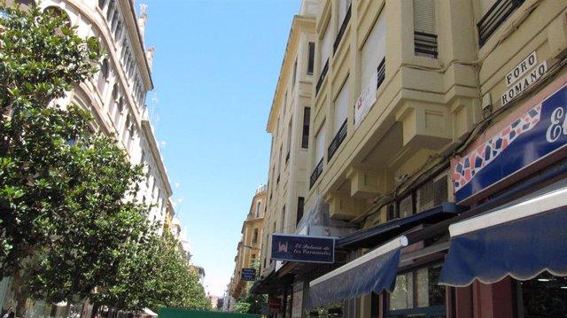 La antigua Calle José Cruz Conde, con su actual denominación de Foro Romano, aplicada en base a Ley de Memoria Histórica, que se llamará próximamente calle Cruz Conde, según ha acordado el gobierno municipal de PP y Cs.