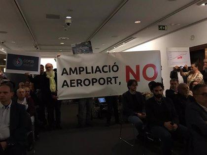 Una decena de personas irrumpen en una ponencia en Palma del COP25  y exigen a Armengol la cogestión de Son Sant Joan