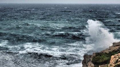 Avisos amarillos este viernes por oleaje en todo el litoral andaluz salvo en Huelva
