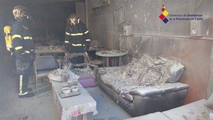 Un incendio obliga a desalojar a unas 300 personas del centro de Afanas de Cádiz capital