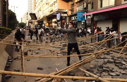 """El jefe de la Policía de Hong Kong insta a los ciudadanos a manifestarse """"pacíficamente"""" el domingo"""