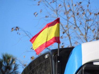 Autobuses de EMT lucen la bandera de España con motivo del Día de la Constitución