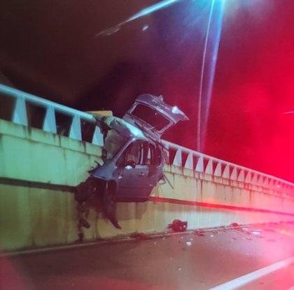 Fallece un joven de 25 años tras impactar su vehículo contra una mediana de hormigón en Mérida