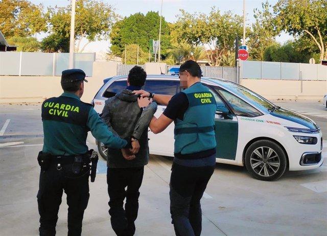 Un hombre es detenido por la Guardia Civil
