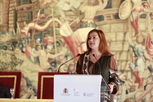 La presidenta del Govern, Francina Armengol, en el acto de celebración del Día de la Constitución