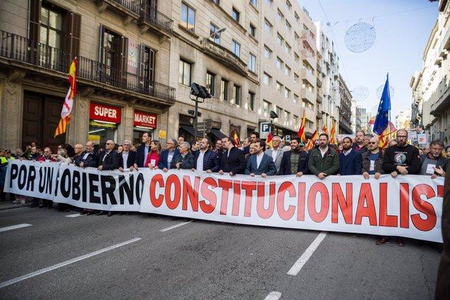 Capçalera de la manifestació per la Constitució a Barcelona (Catalunya/Espanya) 6 de desembre del 2019.