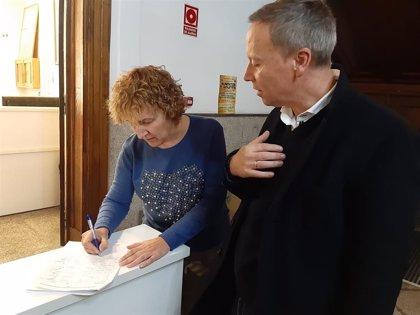 El PSOE de Ourense recoge firmas en contra del cierre del paritorio de Verín