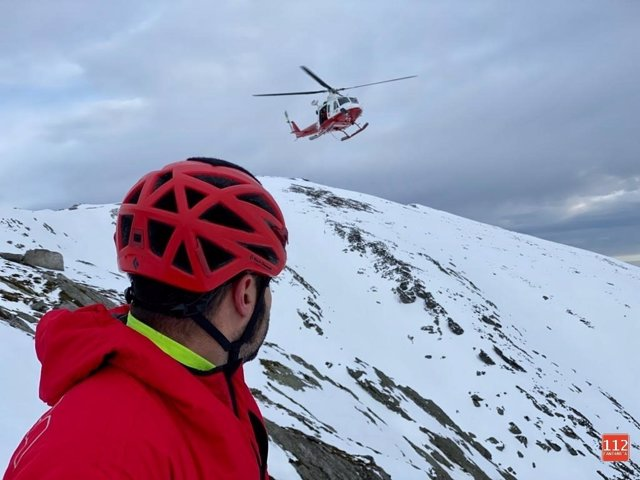 Rescate de esquiadora accidentada en Brañavieja