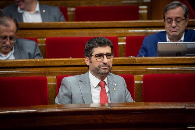 El conseller de Polítiques Digitals i Administració Pública, Jordi Puigneró assegut al seu escó en una sessió plenària al Parlament de Catalunya, Barcelona (Espanya), 23 d'octubre del 2019.