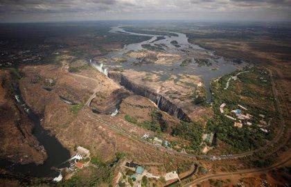 """Las cataratas Victoria pierden caudal """"sin precedentes"""" y aumentan el temor al cambio climático"""