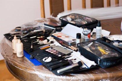 Las superbacterias potencialmente mortales acechan en más de 9 de cada 10 bolsas de maquillaje