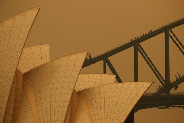La ciudad de Sídney, llena de humo por los incendios en Australia