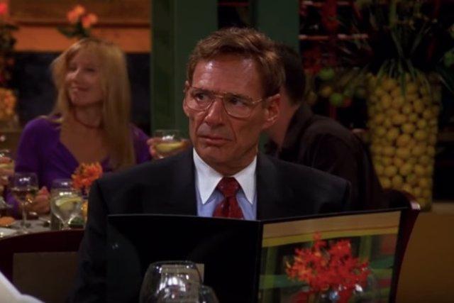 Ron Leibman interpretando al doctor Leonard Green en Friends