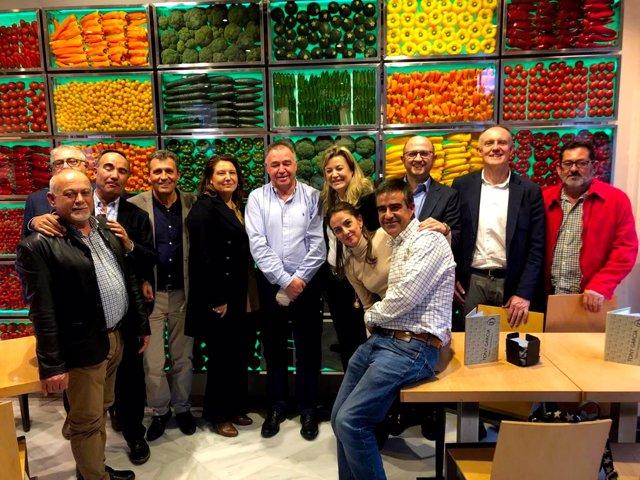 La consejera de Agricultura se reúne con el presidente de Unica Group para conoc