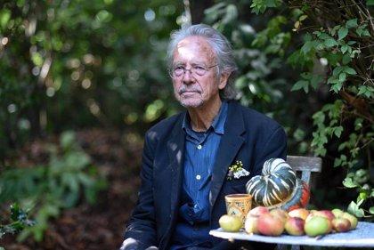 """Turquía pide revocar el """"vergonzoso"""" Nobel de Literatura concedido al austriaco Peter Handke"""