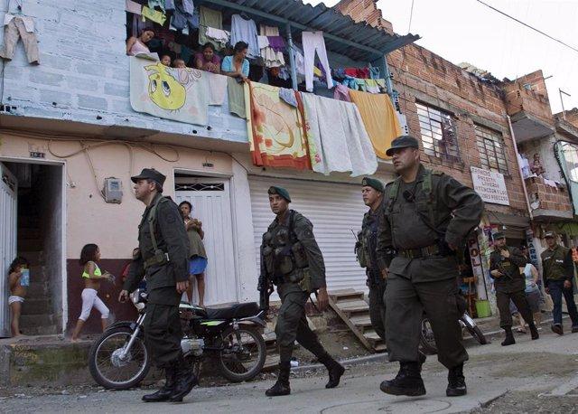 Policía en la Comuna 13 de Medellín