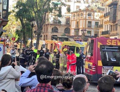 """Conductores de Sevilla alertan de la """"inseguridad"""" de transitar autobuses por el centro """"debido a la masificación"""""""