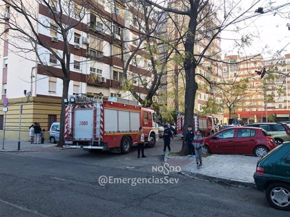 Un herido en un incendio tras producirse un cortocircuito al desenchufar un televisor en Sevilla