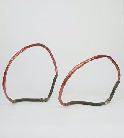 La artista valenciana Silvia Lerín muestra su 'Piel de cobre' en una exposición en la Galería Cuatro