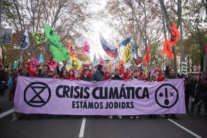 La Policía identifica a dos activistas y obliga a suspender el Toxic Tour, según Ecologistas en Acción