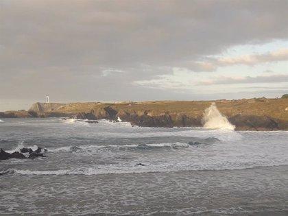 Aviso naranja para este lunes por olas de hasta 7 metros en la costa de A Coruña y Lugo