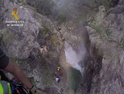 La Guardia Civil rescata a una mujer accidentada en el interior del torrent de Solleric