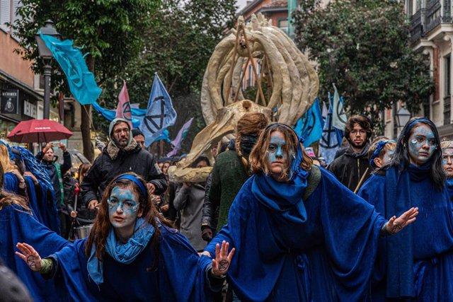 """El moviment Extinction Rebellion s'ha manifestat aquest diumenge a Madrid amb una marxa per """"els oceans morts""""."""