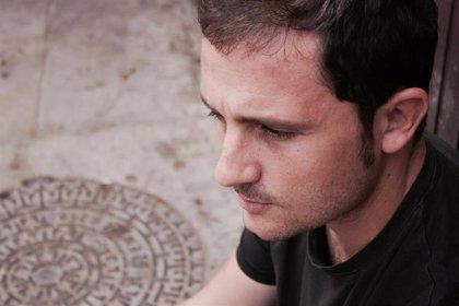 El escritor y periodista Jose Miguel Vilar-Bou recita este lunes en El Sur dentro de los 'Lunes Literarios'