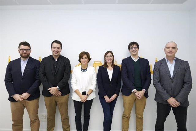 De izquierda a derecha:  Ciro Larrañeta (Tetrace) Eneko Sanz (Nabrawind) Nuria Machicot (Indversis) Marián García (Fundación Vicente Ferrer) Iñigo Ayerra (IED Greenpower) Iñaki Soto (Indversis)