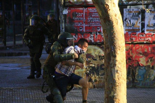 Protestas y nueva jornada de disturbios en Plaza Italia, Santiago