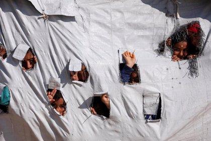 Evacúan a 200 mujeres y niños presuntamente vinculados a Estado Islámico del campamento de Al Hol, en Siria