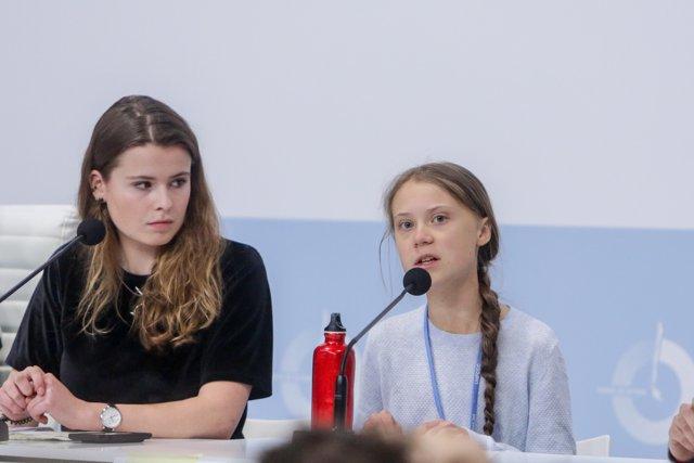Greta Thunberg junto a otros activistas climáticos dando una rueda de prensa