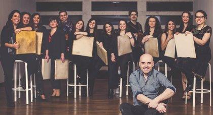 El Teatro Bretón acoge este domingo 15 el espectáculo 'Noró', con Xabier Díaz y el gruo Adufeiras de Salitre