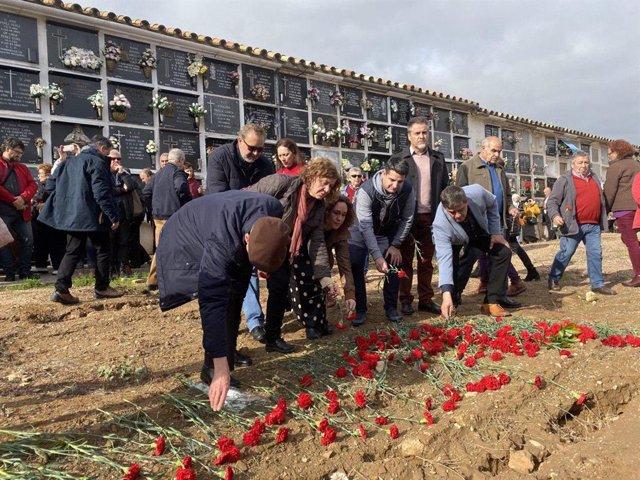 La diputada de Adelante Andalucía y portavoz del Grupo Parlamentario en materia de Memoria Histórica, Ana Naranjo, y la ciceportavoz de IU en el Ayuntamiento de Córdoba, Alba Doblas