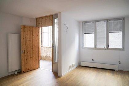 Colau entrega las llaves de 41 viviendas para jóvenes en recinto fabril de Can Fabra