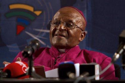 Desmond Tutu recibe el alta tras seis días hospitalizado en Sudáfrica a causa de una infección