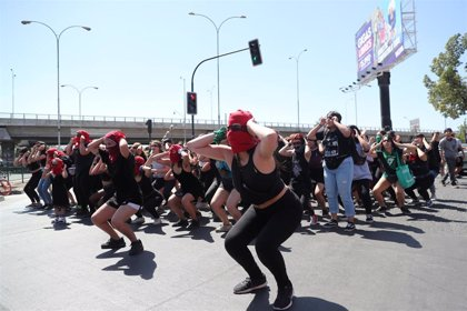 """La ministra de Mujer chilena rechaza que Chile sea un """"macho violador"""", como afirma la performance de LasTesis"""