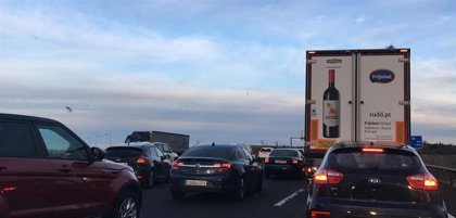 Dos heridos en la colisión entre seis turismos en Tordesillas que causó retenciones