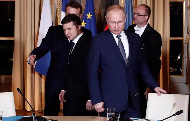 Volodmir Zelenski y Vladimir Putin en la cumbre del Cuarteto de Normandía en París