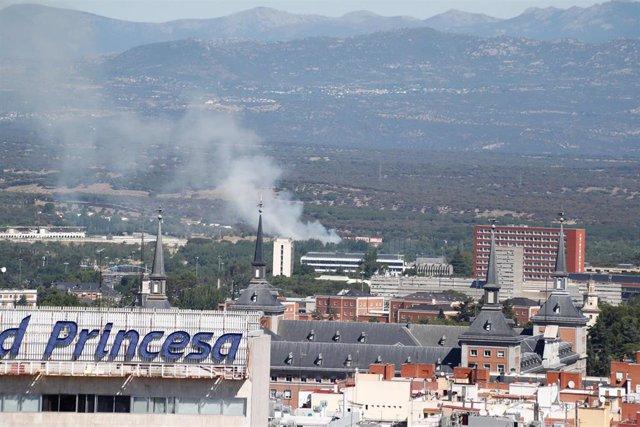 Contaminación en Madrid.  Estado del cielo en la ciudad -con humo- en las inmediaciones de Plaza de España.