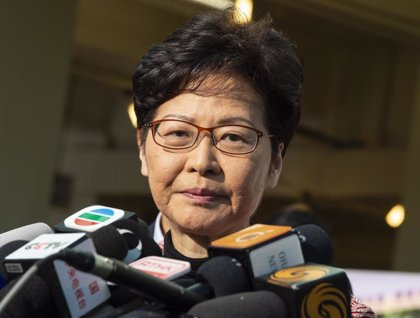 La líder de Hong Kong no descarta reformar su Gabinete y reitera que su prioridad es restablecer el orden