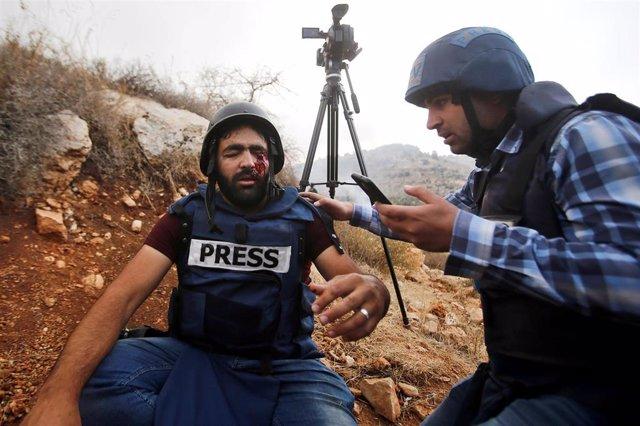 Periuodista palestino herido en un ojo durante las protestas por la ocupación israelí de Cisjordania.