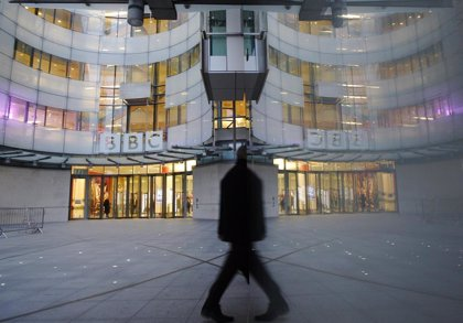 El Gobierno británico estudia despenalizar el impago de la tasa anual por la BBC