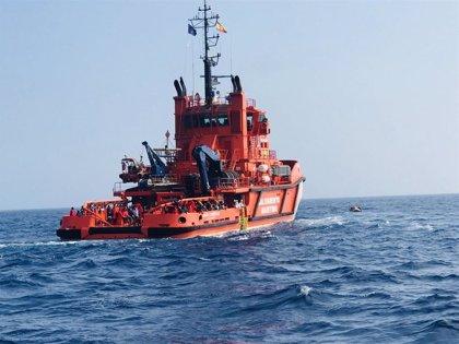 Rescatados 54 inmigrantes magrebíes en una patera al suroeste del Cabo de Trafalgar