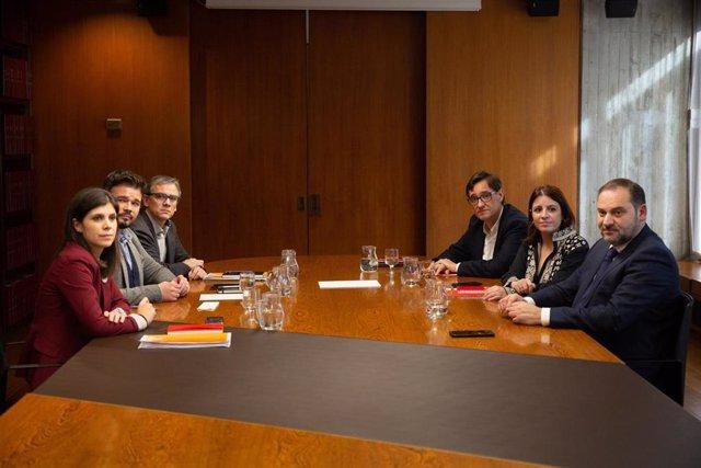 Reunión entre PSOE y ERC en la sede del AMB