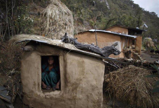 Una cabaña para recluir a las mujeres durante la menstruación en Nepal, en el marco de la práctica del 'chhaupadi'
